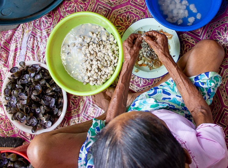 grandma cleaning mussels